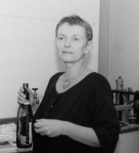 Bärbel Bohley beim Wiedereinreisefest in ihrem Atelier 1988
