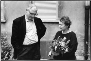 Bärbel Bohley mit Jens Reich bei der Eröffnung des Archivs 1994